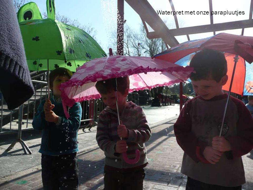 Waterpret met onze parapluutjes