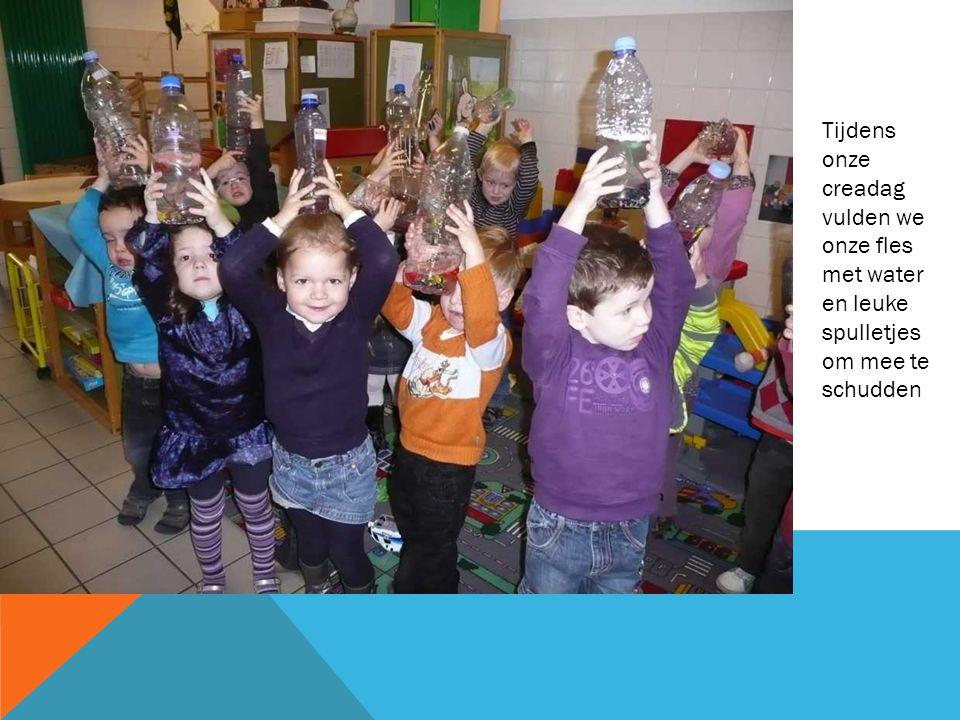 Tijdens onze creadag vulden we onze fles met water en leuke spulletjes om mee te schudden
