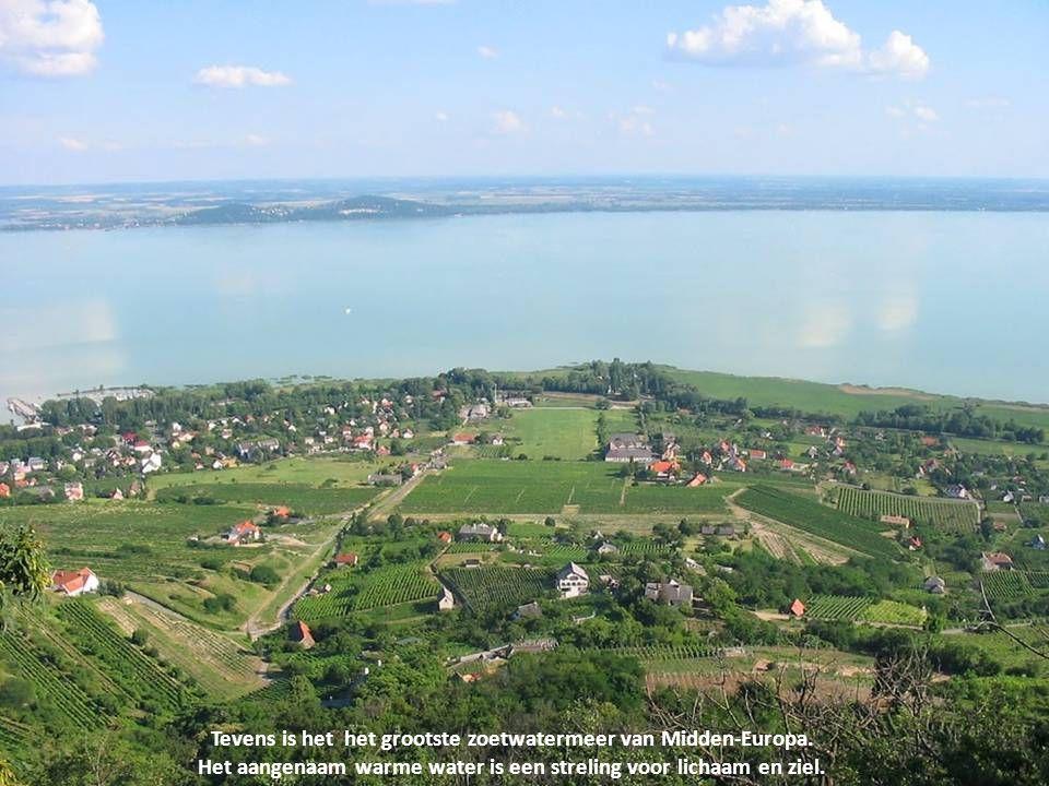 Tevens is het het grootste zoetwatermeer van Midden-Europa.