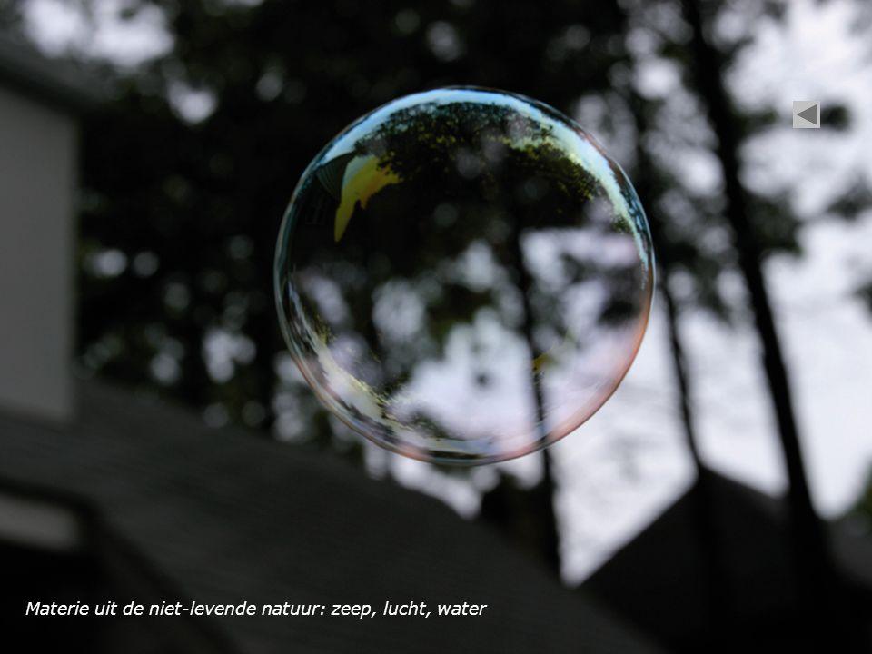 Materie uit de niet-levende natuur: zeep, lucht, water