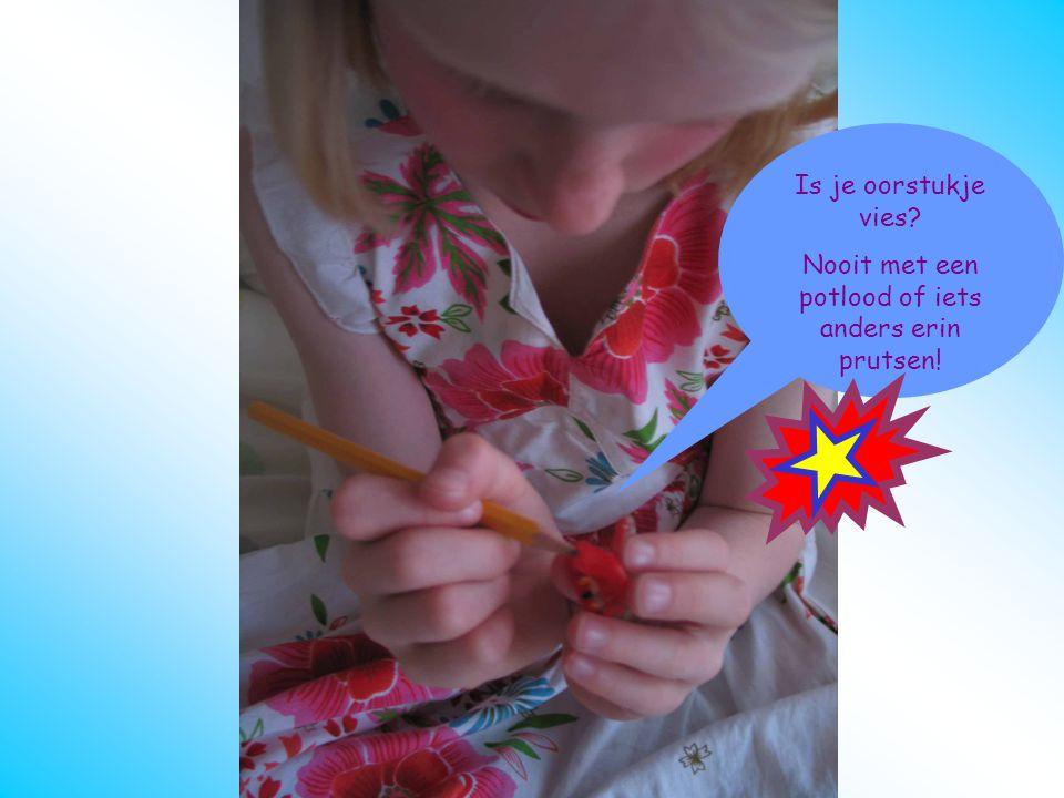 oorstukje schoonmaken Potlood Is je oorstukje vies? Nooit met een potlood of iets anders erin prutsen!