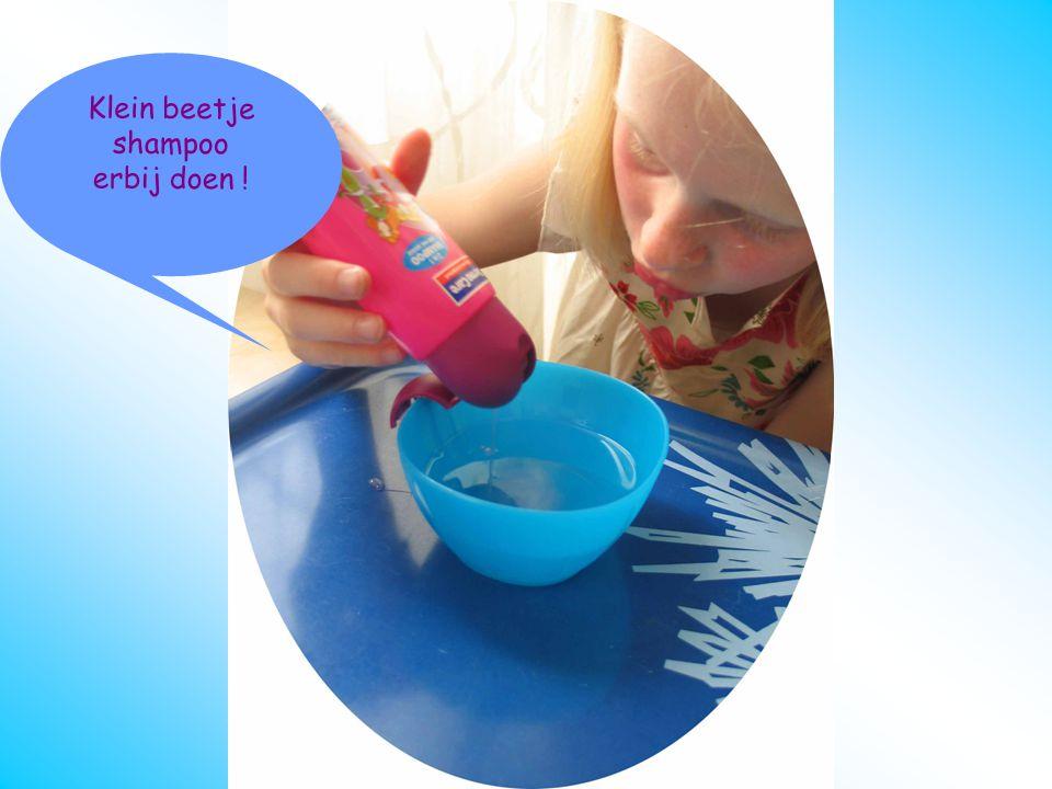 oorstukje schoonmaken Sop erbij doen Klein beetje shampoo erbij doen !