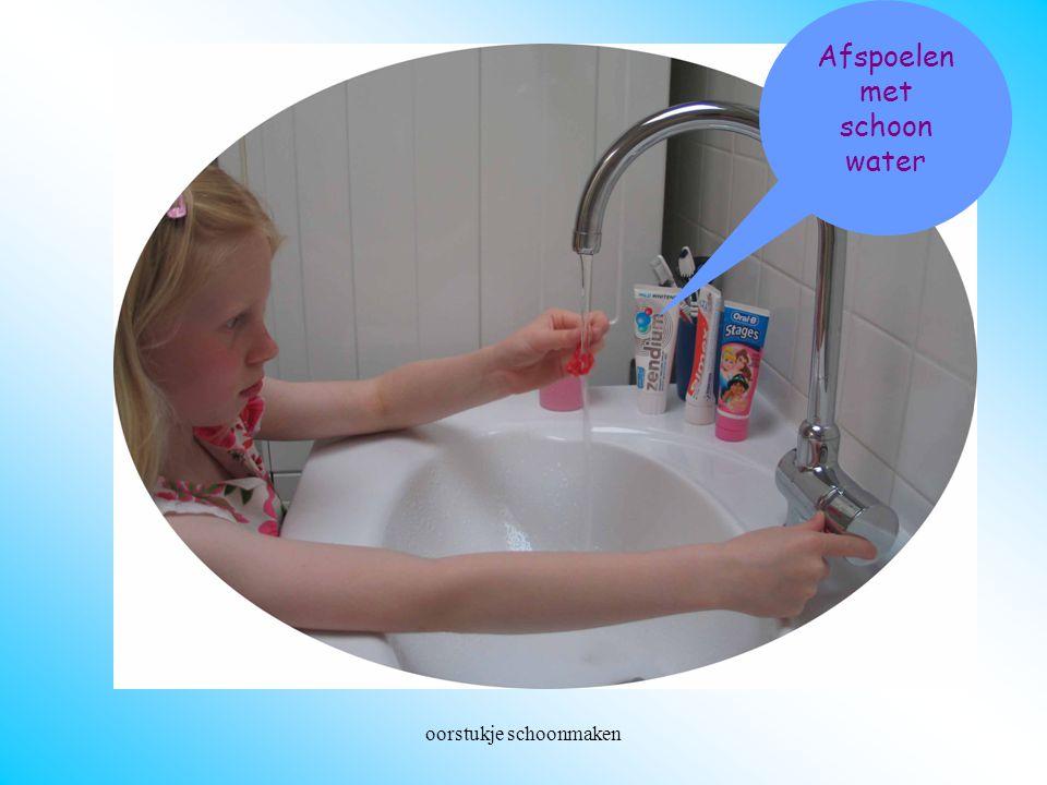 oorstukje schoonmaken Afspoelen met schoon water Afspoelen met schoon water