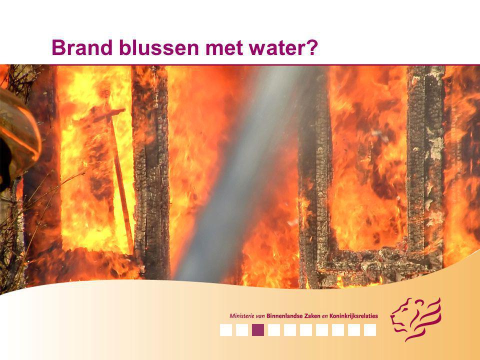 Brand blussen met water?