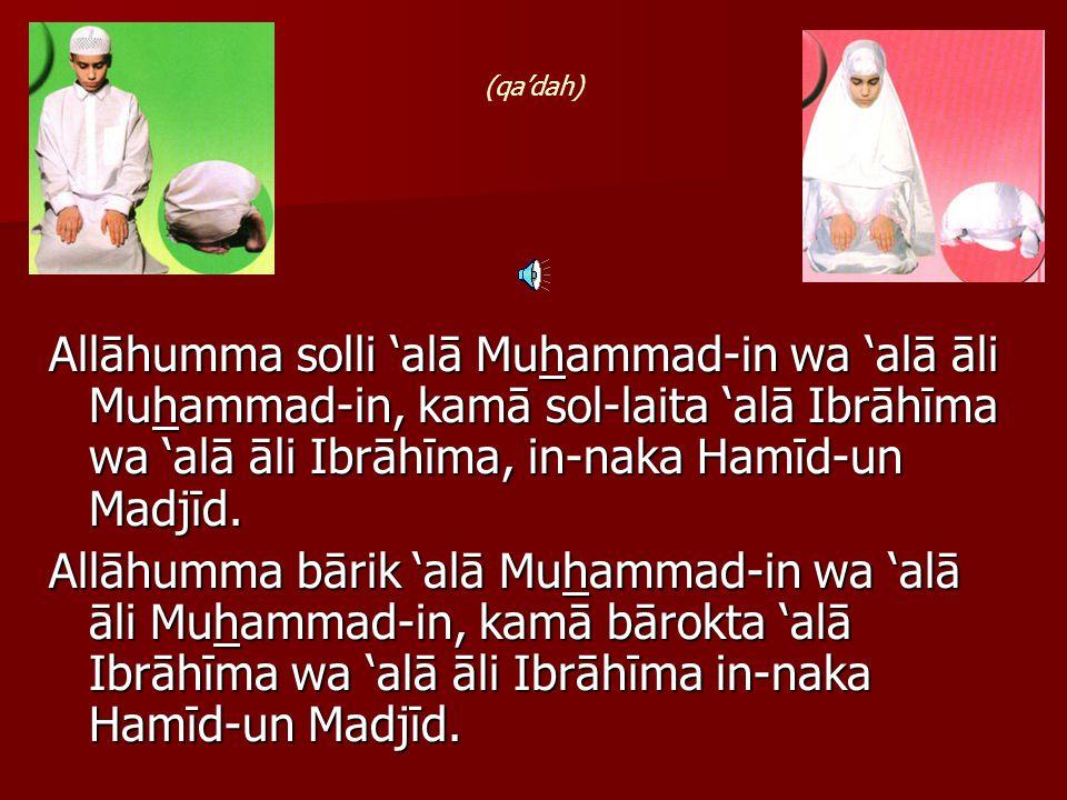 At tahiyyātu lil-lāhi was solawātu wat toy- yibātu; as-salāmu 'alaika ayyuhan Nabiyyu wa rohmatul-lāhi wa barokātuhu; as salāmu 'alainā wa 'alā 'ibādil-lāhis sólihīn.