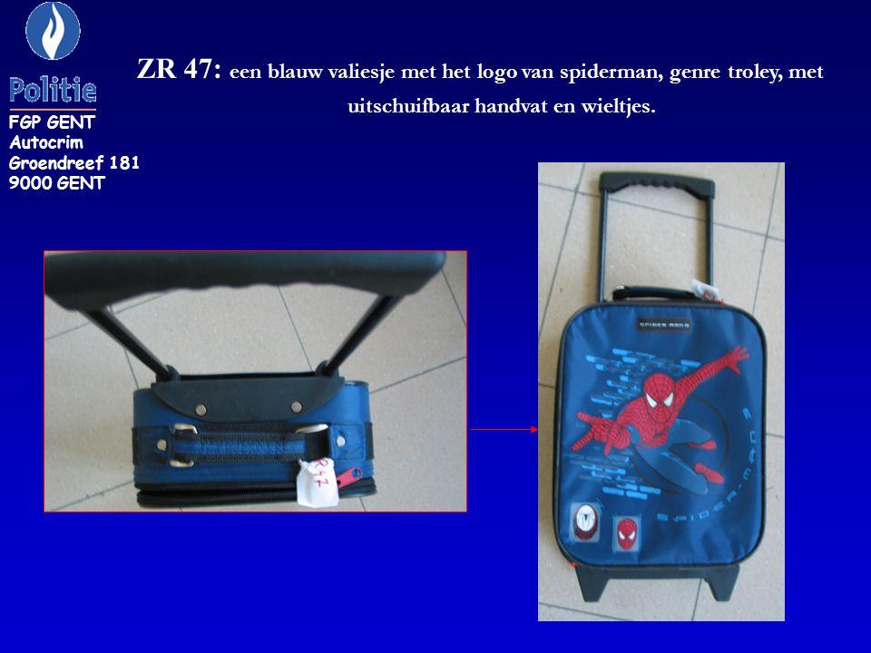ZR 47: een blauw valiesje met het logo van spiderman, genre troley, met uitschuifbaar handvat en wieltjes.