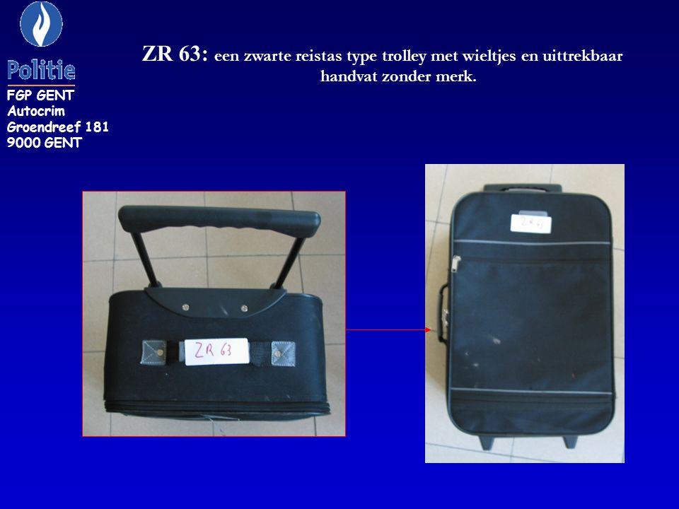 ZR 63: een zwarte reistas type trolley met wieltjes en uittrekbaar handvat zonder merk.