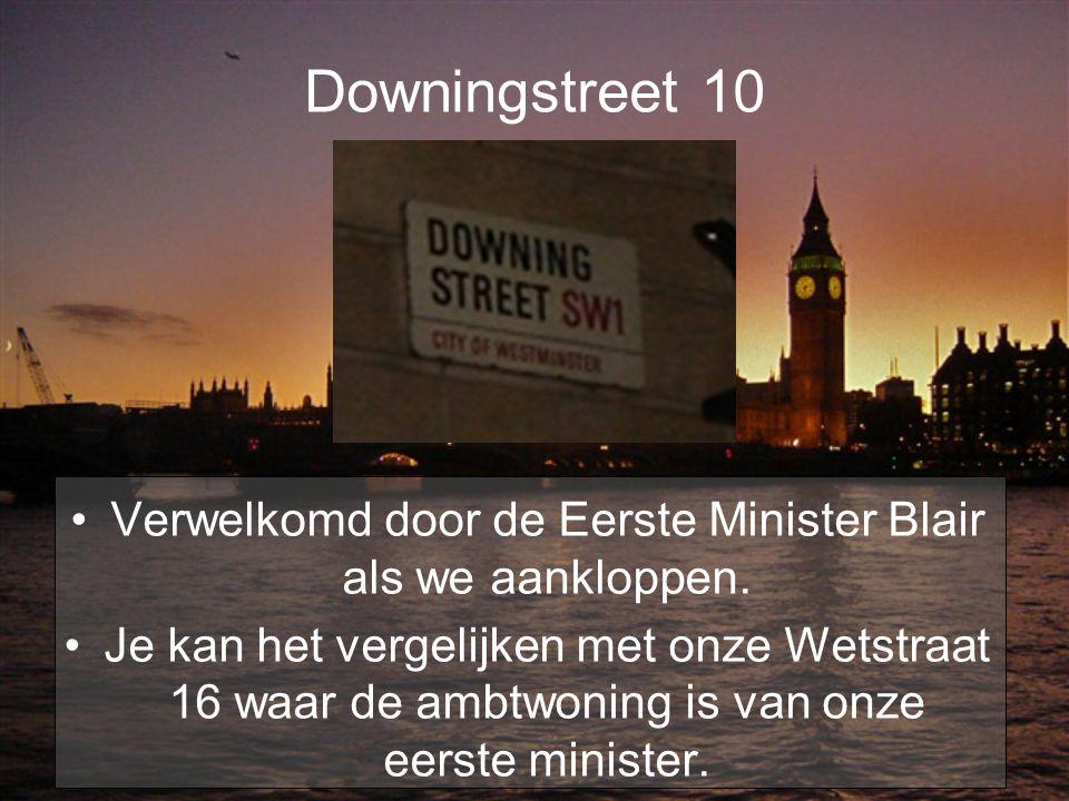 Downingstreet 10 Verwelkomd door de Eerste Minister Blair als we aankloppen. Je kan het vergelijken met onze Wetstraat 16 waar de ambtwoning is van on
