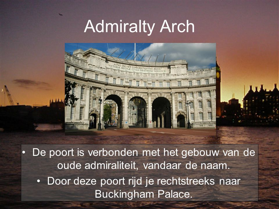Admiralty Arch De poort is verbonden met het gebouw van de oude admiraliteit, vandaar de naam. Door deze poort rijd je rechtstreeks naar Buckingham Pa