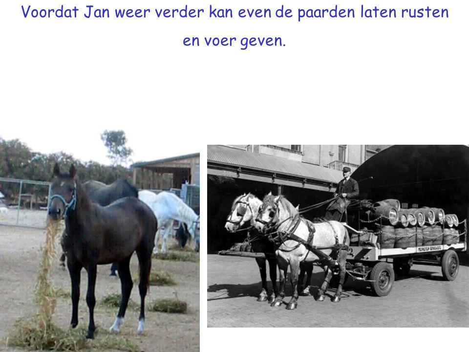 Voordat Jan weer verder kan even de paarden laten rusten en voer geven.