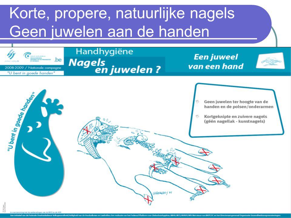 Korte, propere, natuurlijke nagels Geen juwelen aan de handen