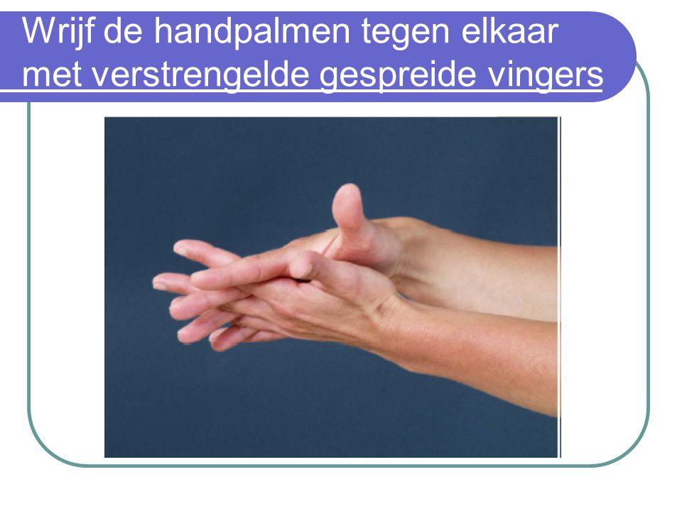 Wrijf de handpalmen tegen elkaar met verstrengelde gespreide vingers