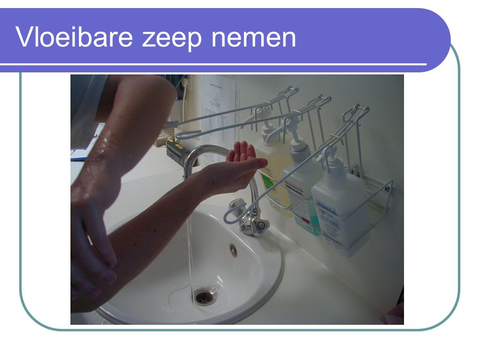 Vloeibare zeep nemen