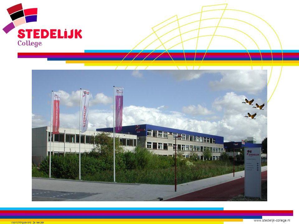 www.stedelijk-college.nl Voorlichtingsavond 2 e leerjaar Praktisch met pittig theoretisch deel 16 lesuur algemene vakken 10 uur beroepsgerichte vakken waaronder stage.