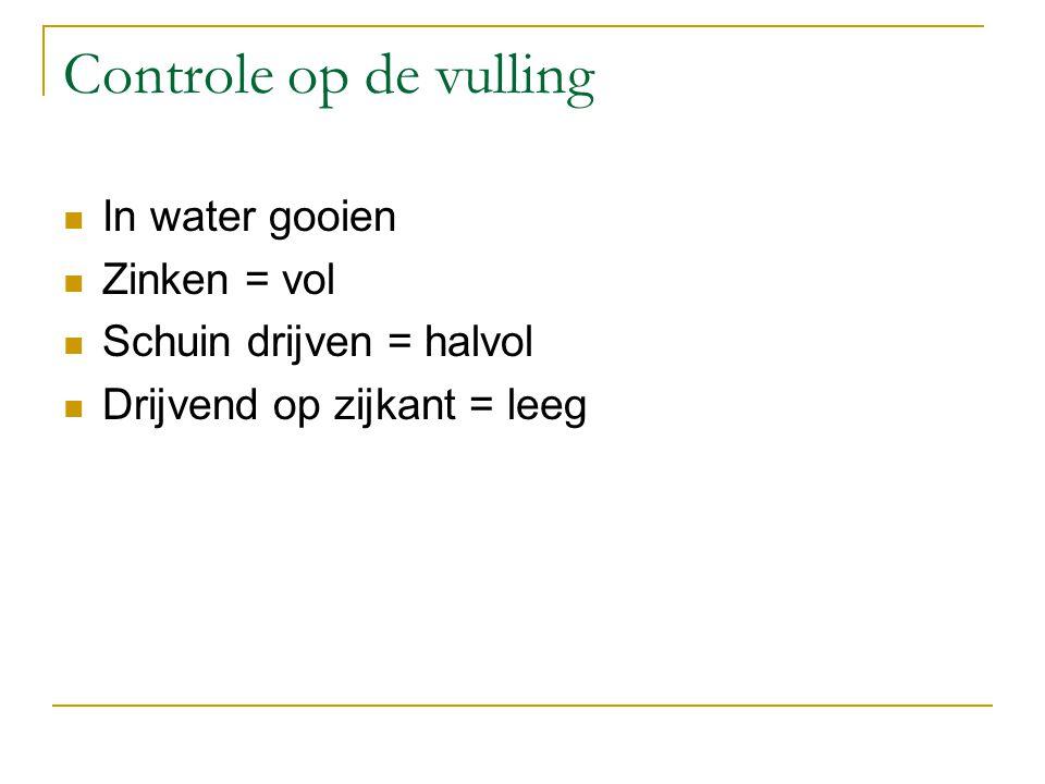 Controle op de vulling In water gooien Zinken = vol Schuin drijven = halvol Drijvend op zijkant = leeg