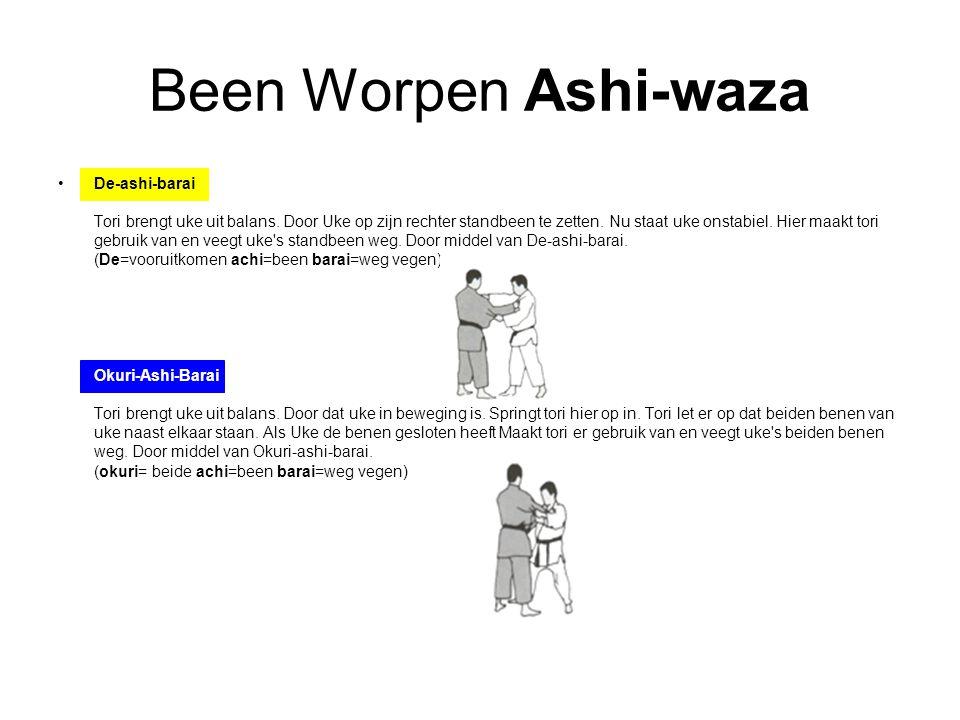Been Worpen Ashi-waza De-ashi-barai Tori brengt uke uit balans. Door Uke op zijn rechter standbeen te zetten. Nu staat uke onstabiel. Hier maakt tori