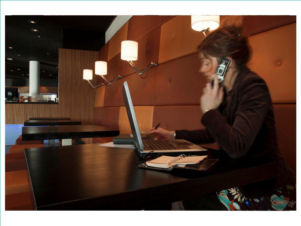 Inrichting telefonie l VoIP over Wifi l Beperkt aantal vaste toestellen l Alcatel centrale l My assistant voor medewerkers l Call Centre faciliteiten l Beperkte vast-mobiel integratie l Iedere medewerker een eigen telefoon l Laadstadions centraal op de verdiepingen