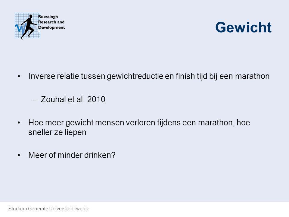 Studium Generale Universiteit Twente Gewicht Inverse relatie tussen gewichtreductie en finish tijd bij een marathon –Zouhal et al. 2010 Hoe meer gewic