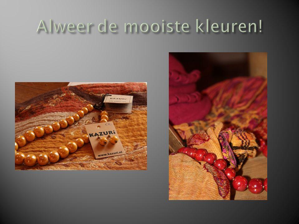 Kazuri Kazuri zijn kettingen, gemaakt in Kenia in keramiek.
