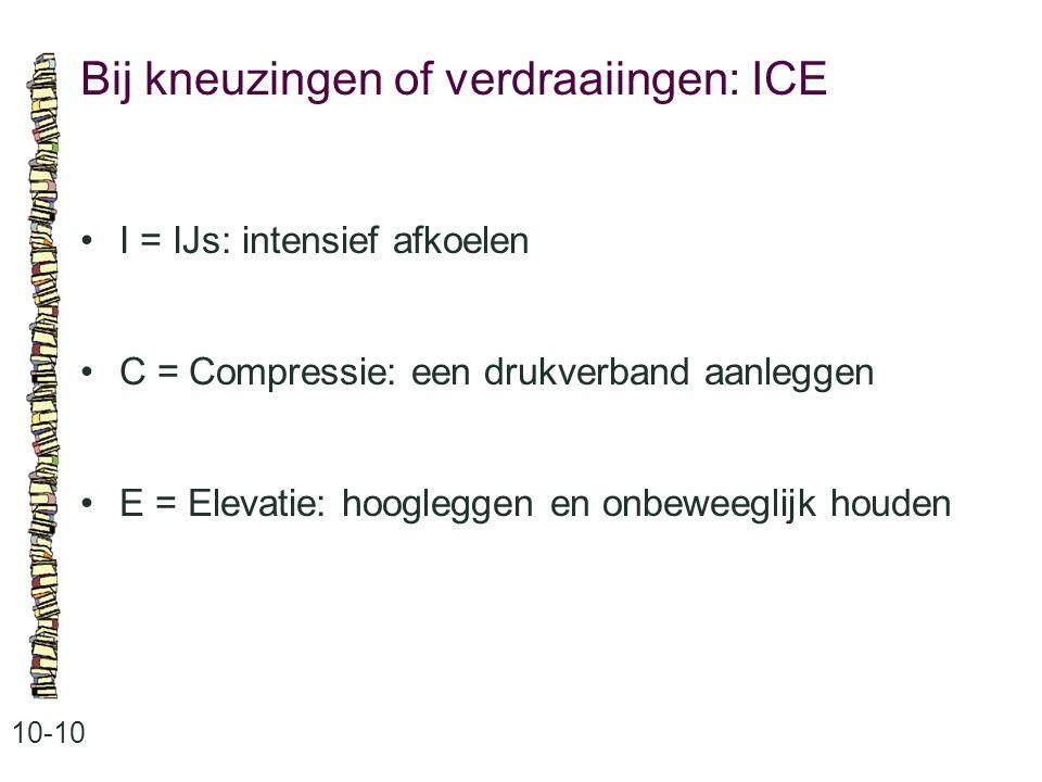 Bij kneuzingen of verdraaiingen: ICE 10-10 I = IJs: intensief afkoelen C = Compressie: een drukverband aanleggen E = Elevatie: hoogleggen en onbeweegl