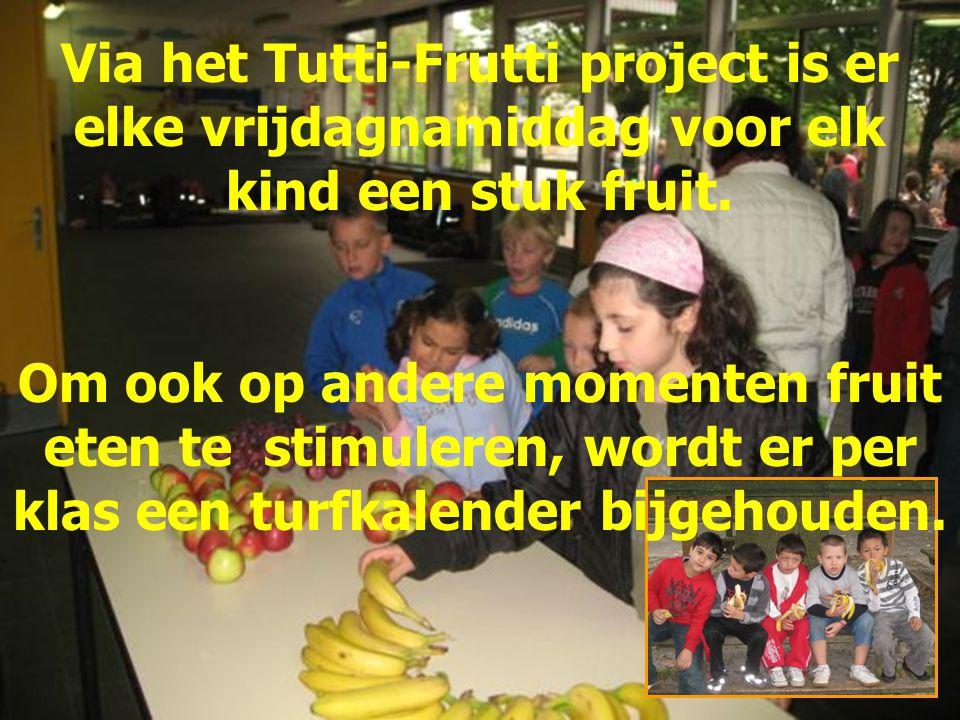 Via het Tutti-Frutti project is er elke vrijdagnamiddag voor elk kind een stuk fruit. Om ook op andere momenten fruit eten te stimuleren, wordt er per