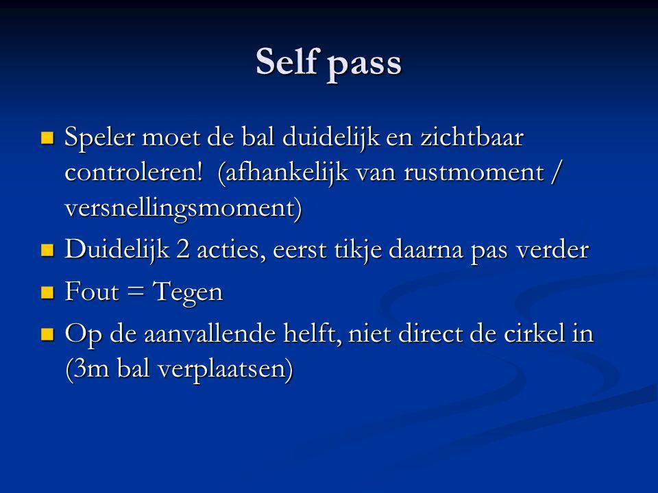 Self pass Speler moet de bal duidelijk en zichtbaar controleren.