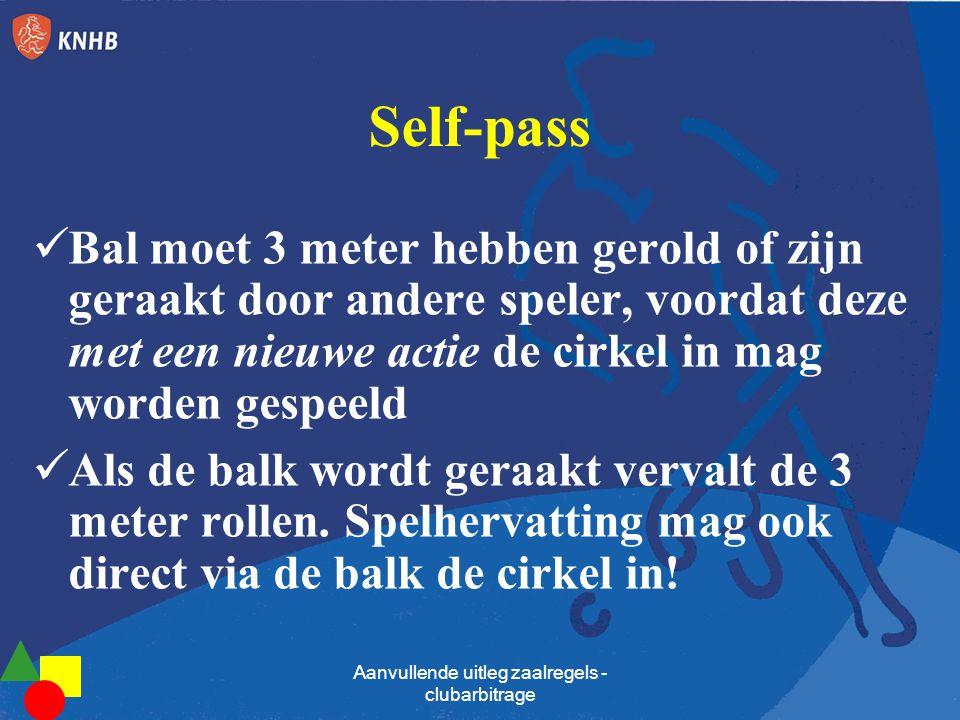 Self-pass Bal moet 3 meter hebben gerold of zijn geraakt door andere speler, voordat deze met een nieuwe actie de cirkel in mag worden gespeeld Als de
