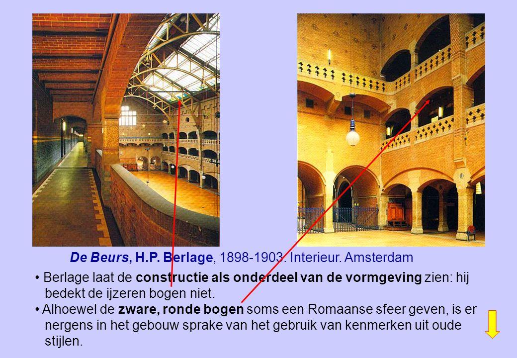 De Beurs, H.P. Berlage, 1898-1903. Interieur. Amsterdam Berlage laat de constructie als onderdeel van de vormgeving zien: hij bedekt de ijzeren bogen