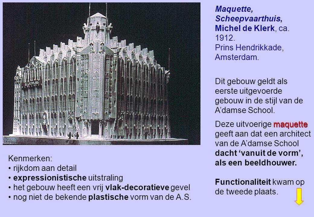 Kenmerken: rijkdom aan detail expressionistische uitstraling het gebouw heeft een vrij vlak-decoratieve gevel nog niet de bekende plastische vorm van