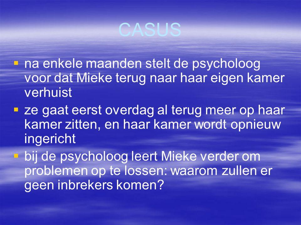 CASUS   na enkele maanden stelt de psycholoog voor dat Mieke terug naar haar eigen kamer verhuist   ze gaat eerst overdag al terug meer op haar ka