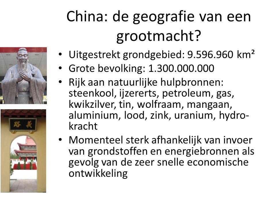 China: de geografie van een grootmacht? Uitgestrekt grondgebied: 9.596.960 km² Grote bevolking: 1.300.000.000 Rijk aan natuurlijke hulpbronnen: steenk