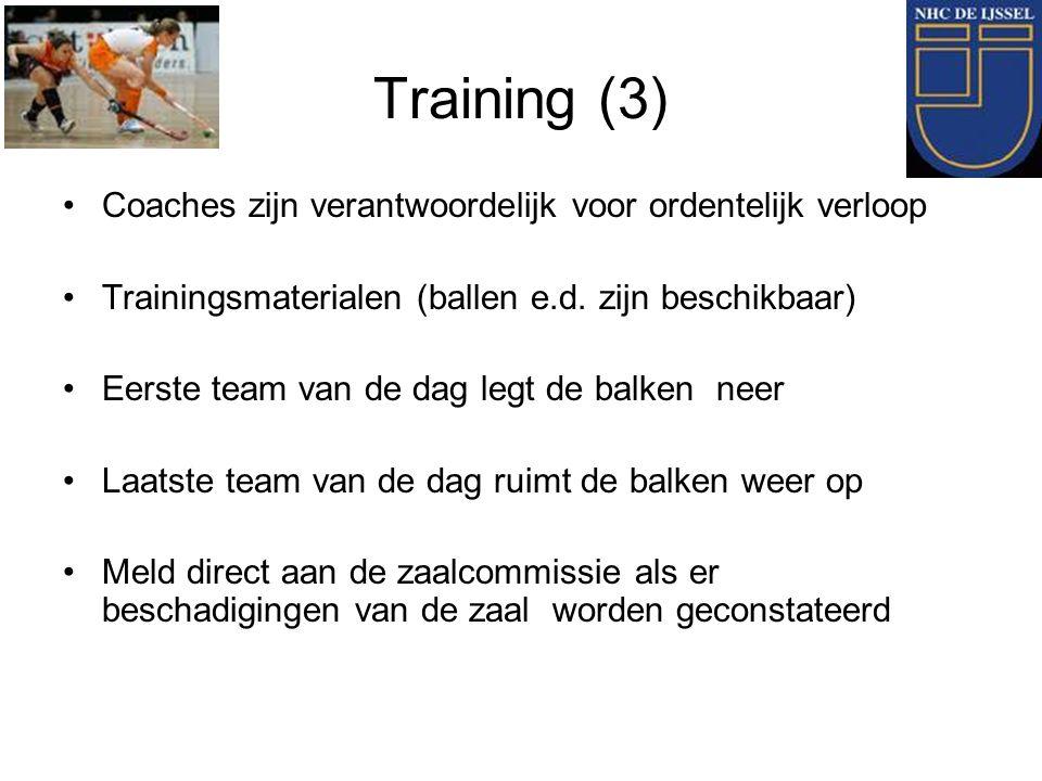 Training (3) Coaches zijn verantwoordelijk voor ordentelijk verloop Trainingsmaterialen (ballen e.d. zijn beschikbaar) Eerste team van de dag legt de
