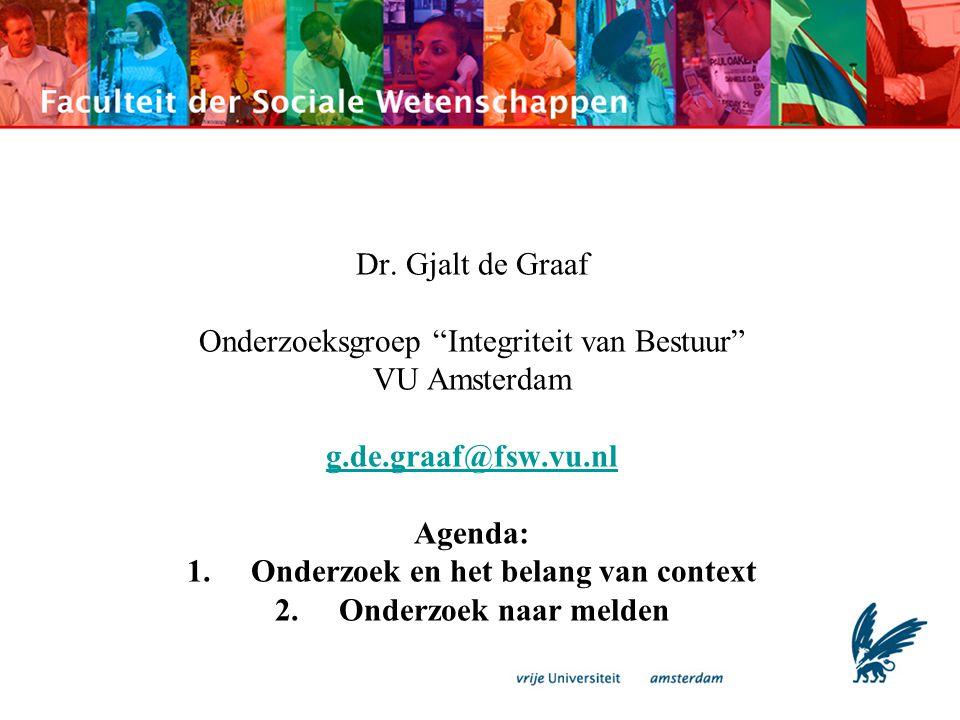 """Dr. Gjalt de Graaf Onderzoeksgroep """"Integriteit van Bestuur"""" VU Amsterdam g.de.graaf@fsw.vu.nl Agenda: 1.Onderzoek en het belang van context 2.Onderzo"""