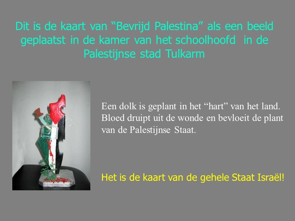 """Dit is de kaart van """"Bevrijd Palestina"""" als een beeld geplaatst in de kamer van het schoolhoofd in de Palestijnse stad Tulkarm Een dolk is geplant in"""