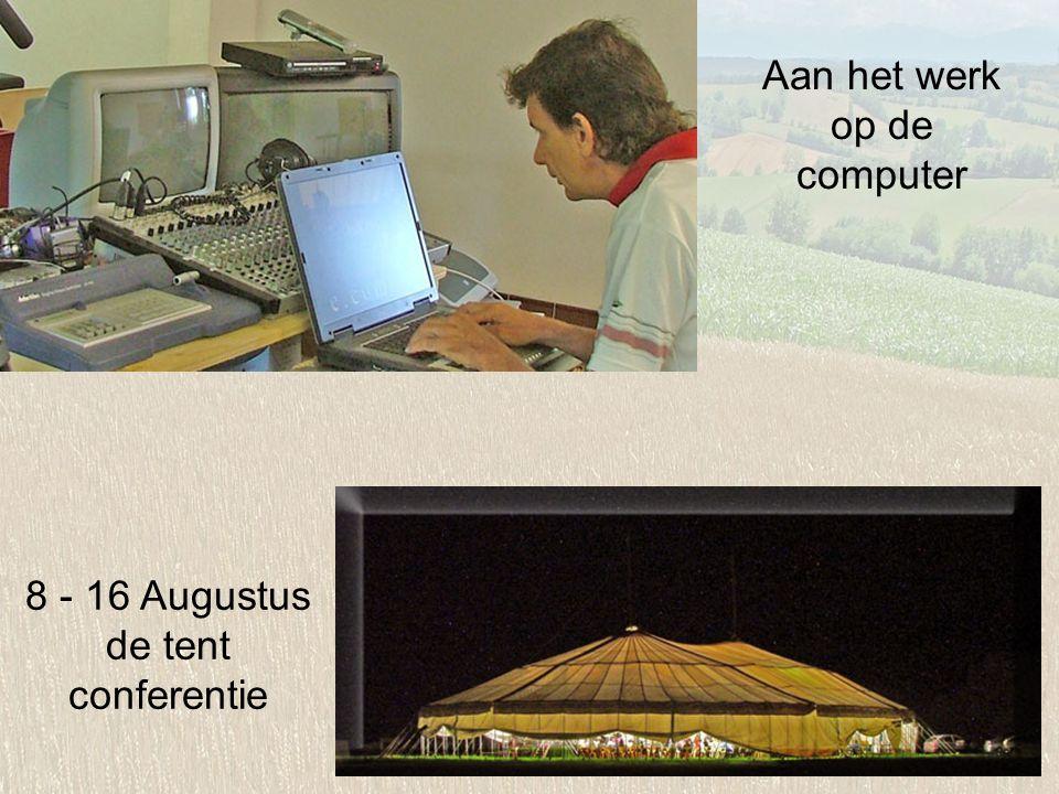 Aan het werk op de computer 8 - 16 Augustus de tent conferentie