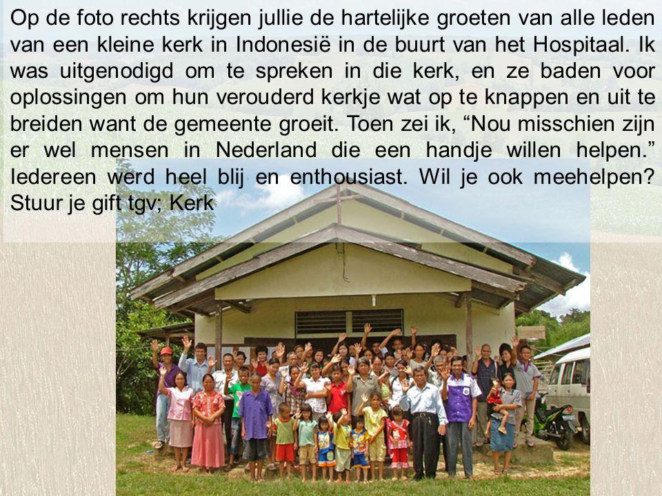 Op de foto rechts krijgen jullie de hartelijke groeten van alle leden van een kleine kerk in Indonesië in de buurt van het Hospitaal.