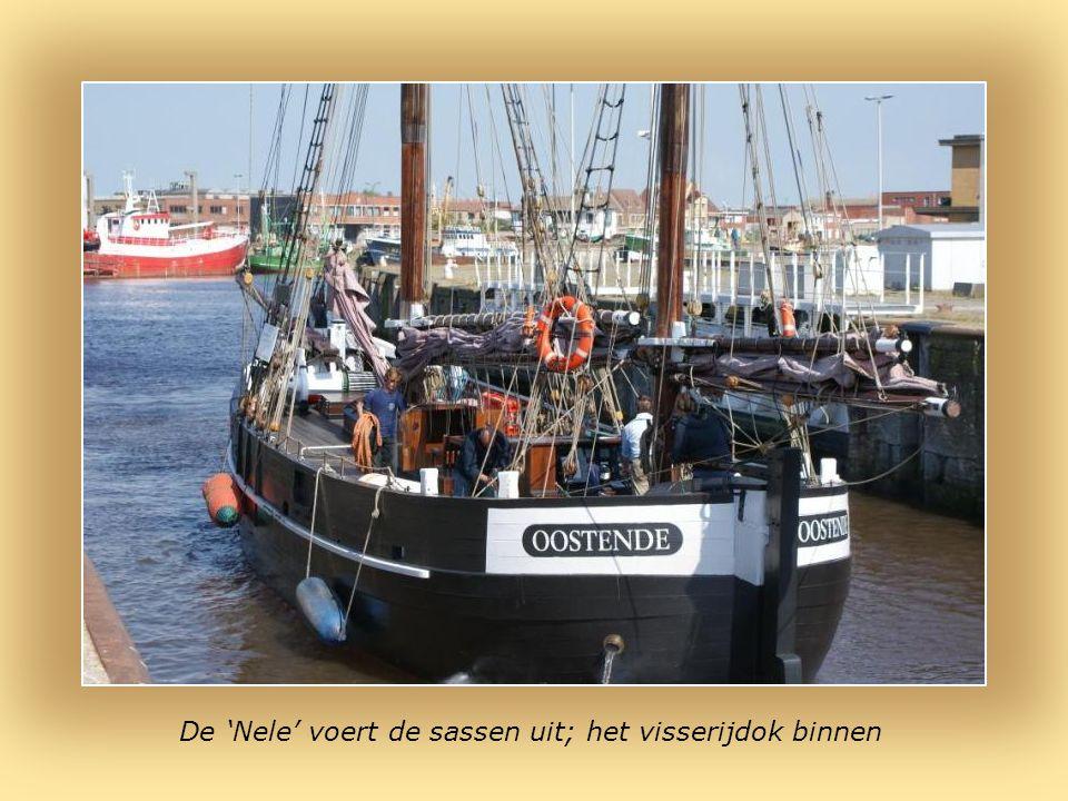 Oostende : noordkant van het visserijdok