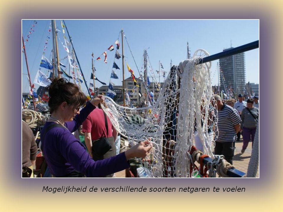 Daar liggen veel historische vissersvaartuigen bij Oostende voor Anker