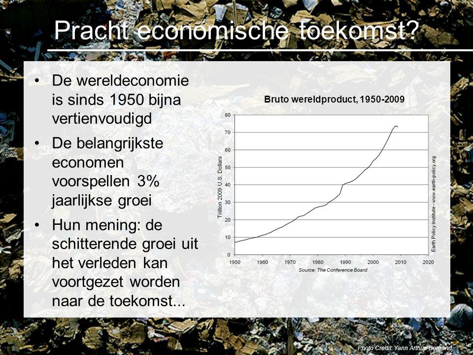 Naar een eerlijke markt Herstructureer de belastingen: verhoog CO 2 belasting en verminder inkomstenbelasting (Belast wat je brand, niet wat je verdient) Verhoog beetje bij beetje de belasting op CO 2 naar $200 per ton tegen 2020 –Een verschuiving van inkomens- naar energie belasting in Duitsland verminderde de CO 2 uitstoot met 20 miljoen ton en schiep 250,000 banen tussen 1999 en 2003 Herstructurering van belastingen en het uitbannen van subsidies op fossiele brandstoffen stuurt de overgang naar een eerlijker economie Photo Credit: iStockPhoto / Petrovich9