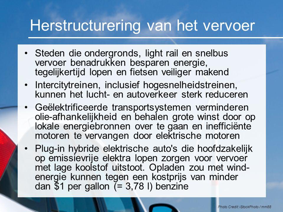 Herstructurering van het vervoer Steden die ondergronds, light rail en snelbus vervoer benadrukken besparen energie, tegelijkertijd lopen en fietsen v