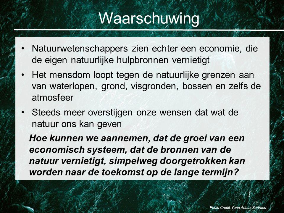 Waarschuwing Natuurwetenschappers zien echter een economie, die de eigen natuurlijke hulpbronnen vernietigt Het mensdom loopt tegen de natuurlijke gre