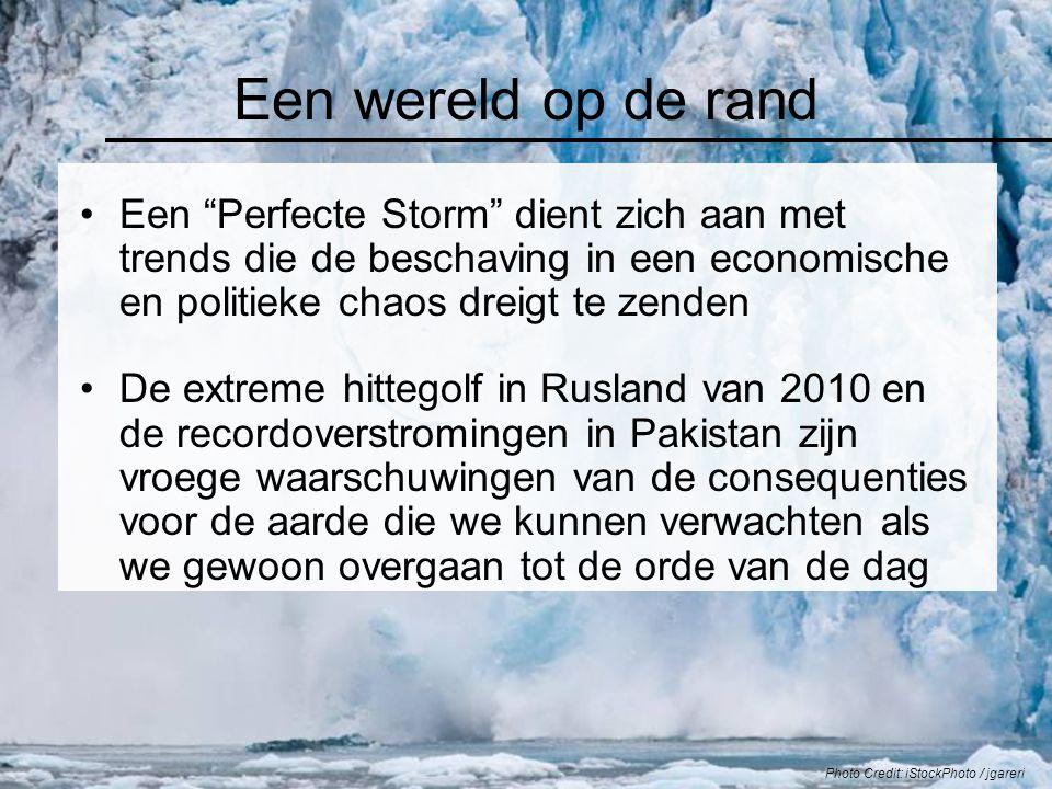 """Een wereld op de rand Een """"Perfecte Storm"""" dient zich aan met trends die de beschaving in een economische en politieke chaos dreigt te zenden De extre"""