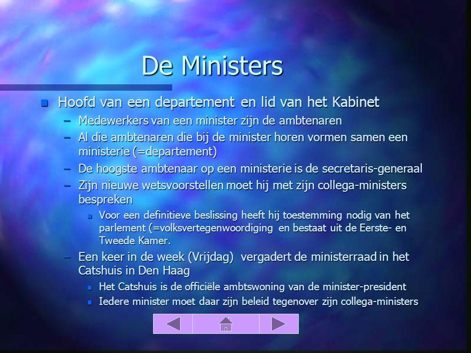 De Ministers n Hoofd van een departement en lid van het Kabinet –Medewerkers van een minister zijn de ambtenaren –Al die ambtenaren die bij de ministe