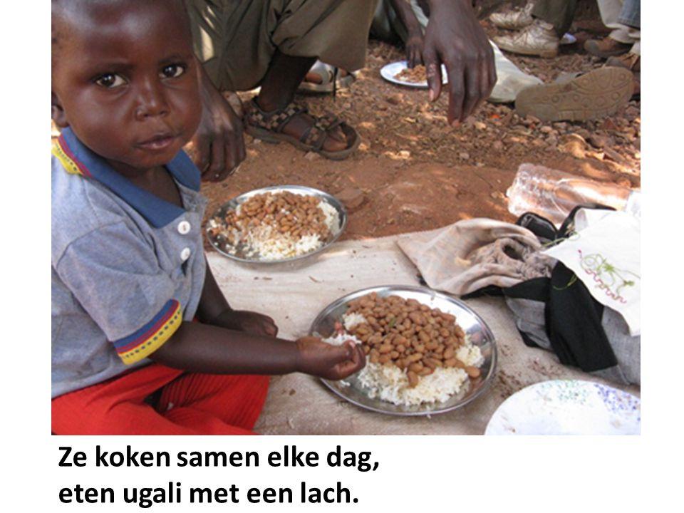 Ze koken samen elke dag, eten ugali met een lach.