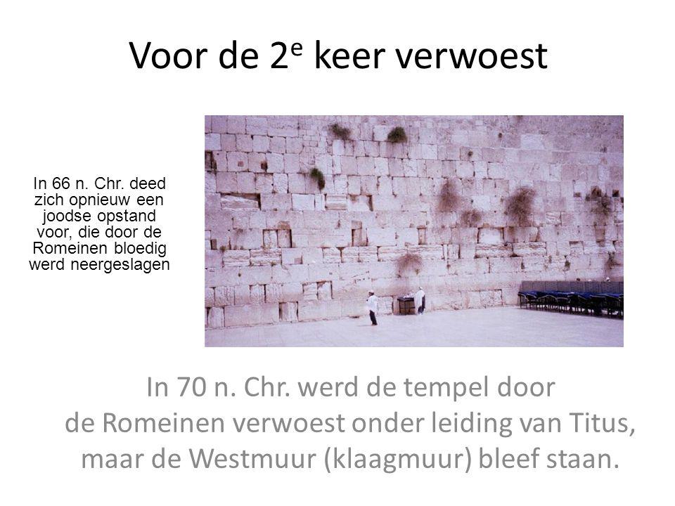 Voor de 2 e keer verwoest In 70 n. Chr. werd de tempel door de Romeinen verwoest onder leiding van Titus, maar de Westmuur (klaagmuur) bleef staan. In