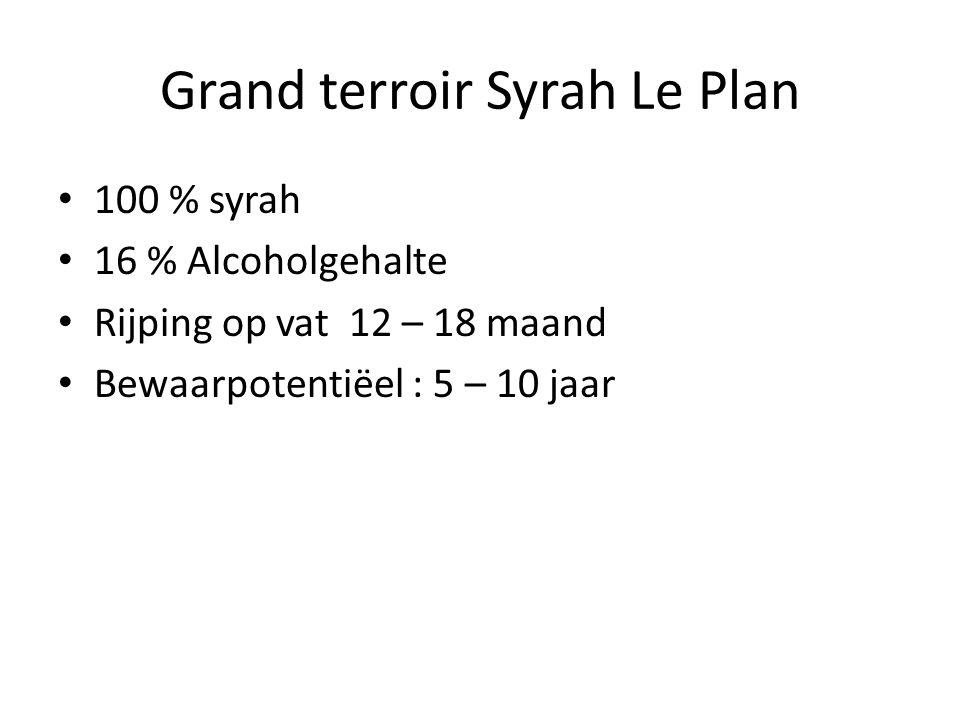 Grand terroir Syrah Le Plan 100 % syrah 16 % Alcoholgehalte Rijping op vat 12 – 18 maand Bewaarpotentiëel : 5 – 10 jaar
