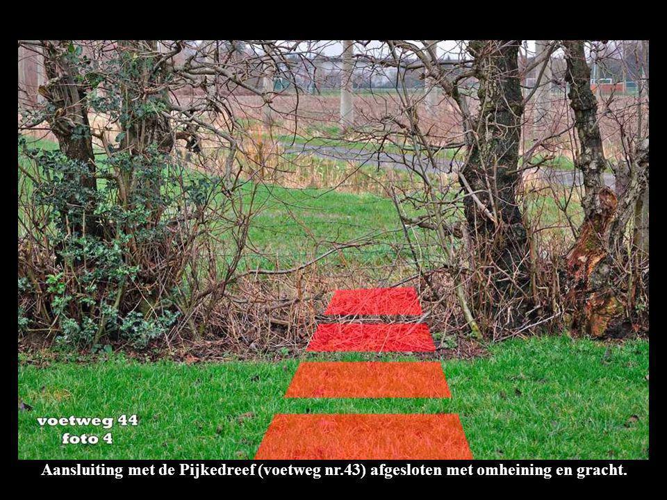 Aansluiting met de Pijkedreef (voetweg nr.43) afgesloten met omheining en gracht.