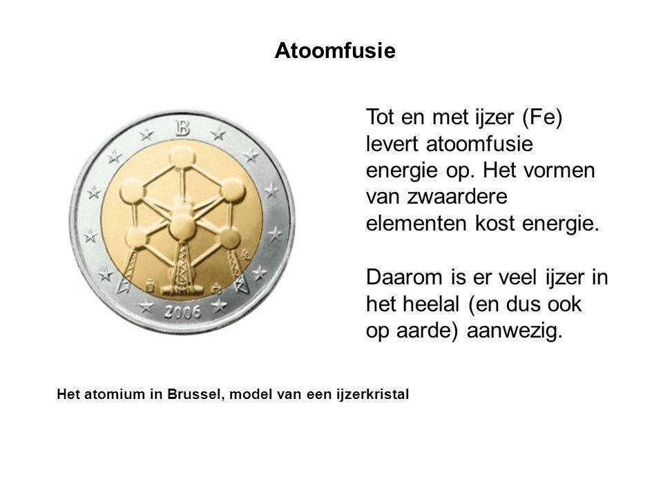 Atoomfusie Tot en met ijzer (Fe) levert atoomfusie energie op. Het vormen van zwaardere elementen kost energie. Daarom is er veel ijzer in het heelal
