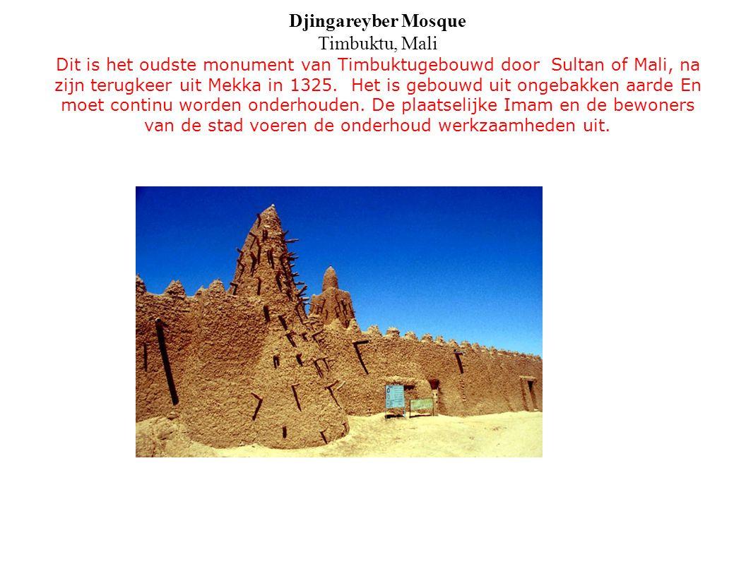Djingareyber Mosque Timbuktu, Mali Dit is het oudste monument van Timbuktugebouwd door Sultan of Mali, na zijn terugkeer uit Mekka in 1325. Het is geb