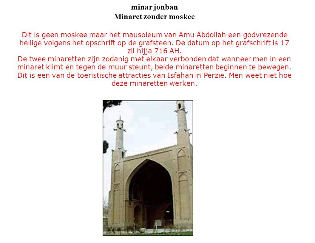 minar jonban Minaret zonder moskee Dit is geen moskee maar het mausoleum van Amu Abdollah een godvrezende heilige volgens het opschrift op de grafsteen.